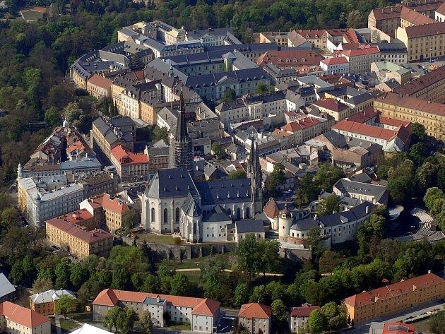 Letecký pohled na Dóm svatého Václava.