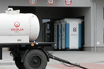 Cisterna s pitnou vodou u domu, kde hořelo v podzemních garážích