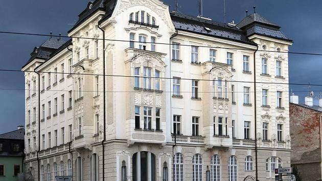 Bývalé polygrafické učiliště na třídě Svobody v Olomouci. Kvůli prodeji domu obžalovali bývalou náměstkyni primátora Hanu Kaštilovou Tesařovou a odhadce Jana Dostála