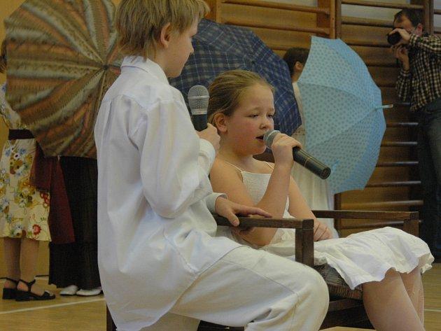 Děti zpívaly na Zlatém zvonku.