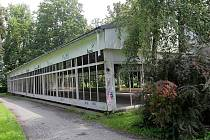 Zchátralý pavilon u vstupu do Bezručových sadů