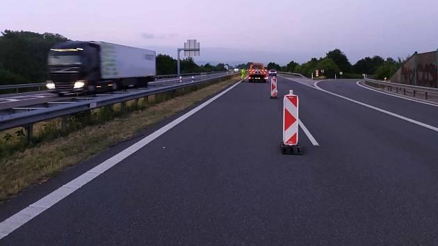 Dokončovací práce na opravě popraskané dálnice D35 mezi Páslavicemi a Velkým Újezdem, 23. června 2021