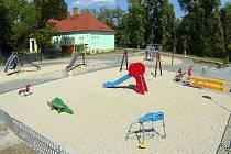 Nové dětské hřiště u vstupu do Bezručových sadů v Olomouci