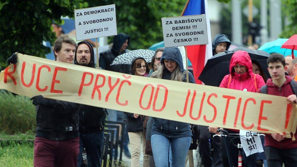 Pochod za nezávislost justice v Olomouci. Ilustrační foto