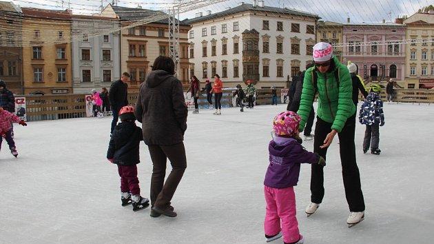 V centru Olomouce se už bruslí