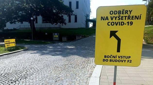 Odběrové místo pro testy na koronavirus ve fakultní nemocnici  Olomouc