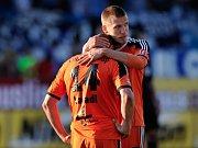 Martin Šindelář (vpravo) a Adam Varadi po skončení posledního zápasu sezony
