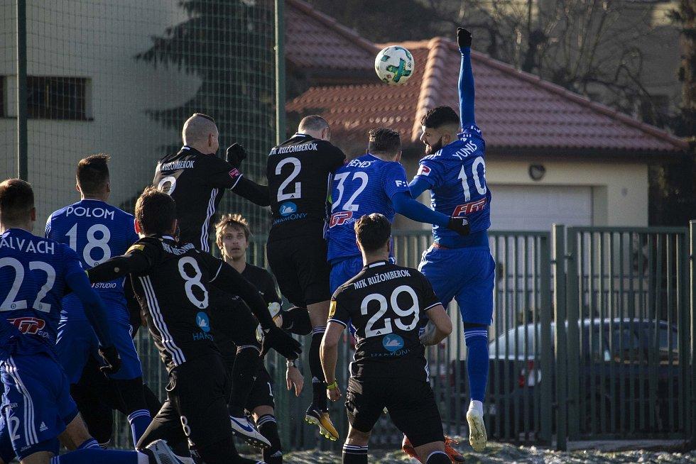 Olomoucká Sigma doma remizovala v přípravném utkání doma s Ružomberkem 1:1.  Jakub Yunis