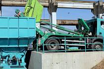 Otevření nového překladiště odpadu v olomoucké části Chválkovice v červnu 2015. Ilustrační foto