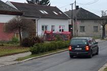 Objekt v Řepčínské ulici patřící olomouckému arcibiskupství (bílý dům uprostřed) se má změnit na charitní bydlení