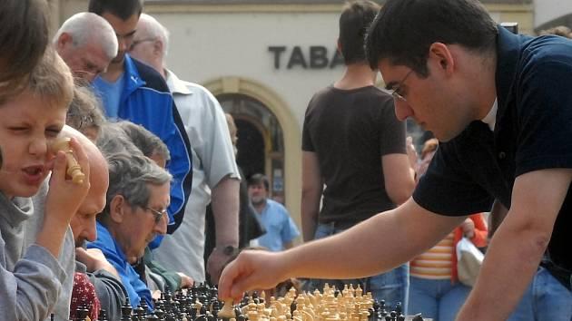 Sergej Movsesjan na Horním náměstí v Olomouci.