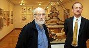 Jan Švankmajer s ředitelem olomouckého Muzea umění Michalem Soukupem (vpravo)levo)