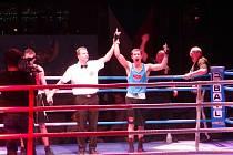 Boxer Pavel Polakovič (vpravo)