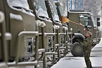 Armáda převzala na základně ve Štěpánově 26 nových vozů Tatra-810