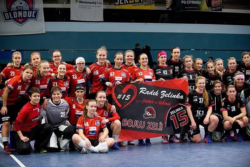 Olomoucké florbalistky (v červeném) porazily v přerovské hale Židenice 5:2.