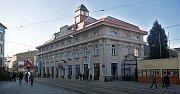 Do kina Centra se chodilo branou mezi Muzeem umění (budova uprostřed) a Vlastivědným muzeem (vpravo)