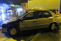 Srážka fiatu s náklaďákem na křižovatce u hodolanského divadla