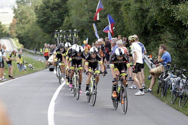 Cyklisté na závodu Czech Cycling Tour absolvovali úvodní týmovou časovku v okolí Uničova. vítězný český tým Elkov Author