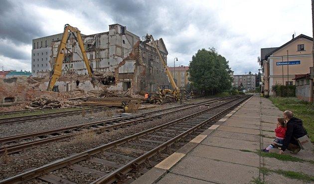Červenec 2012.Demolice bývalé sladovny uWolkerovy ulice vOlomouci