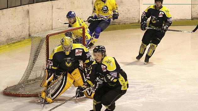 Šternberk (ve žlutém) útočí