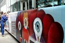 Hlavním motivem olomoucké výstavy Nechci v kleci! je obraz Milana Kunce.