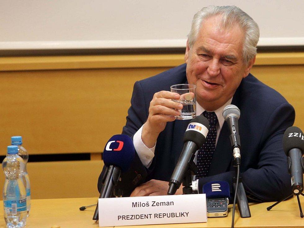 Prezident Miloš Zeman na setkání s krajskými zastupiteli v Olomouci