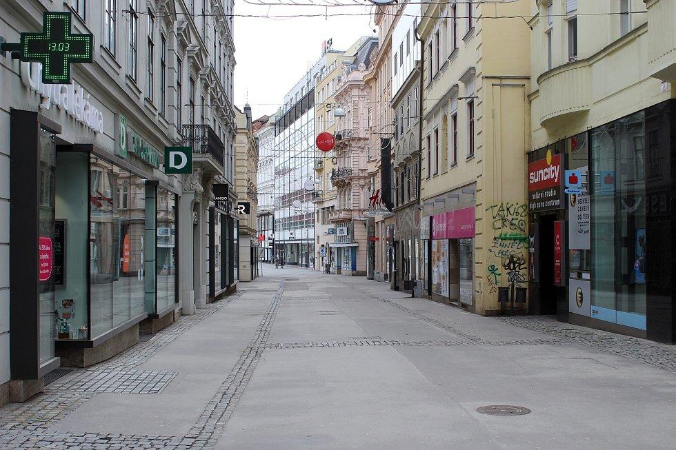 Česká ulice v centru Brna, sobota dopoledne 13. března 2021.