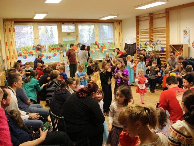 Dětský karneval se zvířaty v DDM v Olomouci