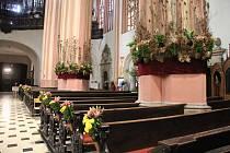 Kostel svatého Mořice v Olomouci s květinovou výzdobou