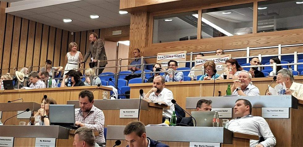 Zasedání olomouckého zastupitelstva 4. června 2018, které mělo rozhodovat o změnách územního plánu v souvislosti se stavbou výškové budovy Šantovka Tower