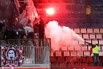 Pořadatelé hasí sektor fans Slavie na Andrově stadionu