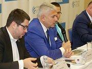 Milan Leckéši, předseda představenstva Agel a.s. (s mikrofonem)