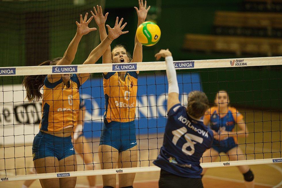 Nikola Stümpelová (uprostřed)