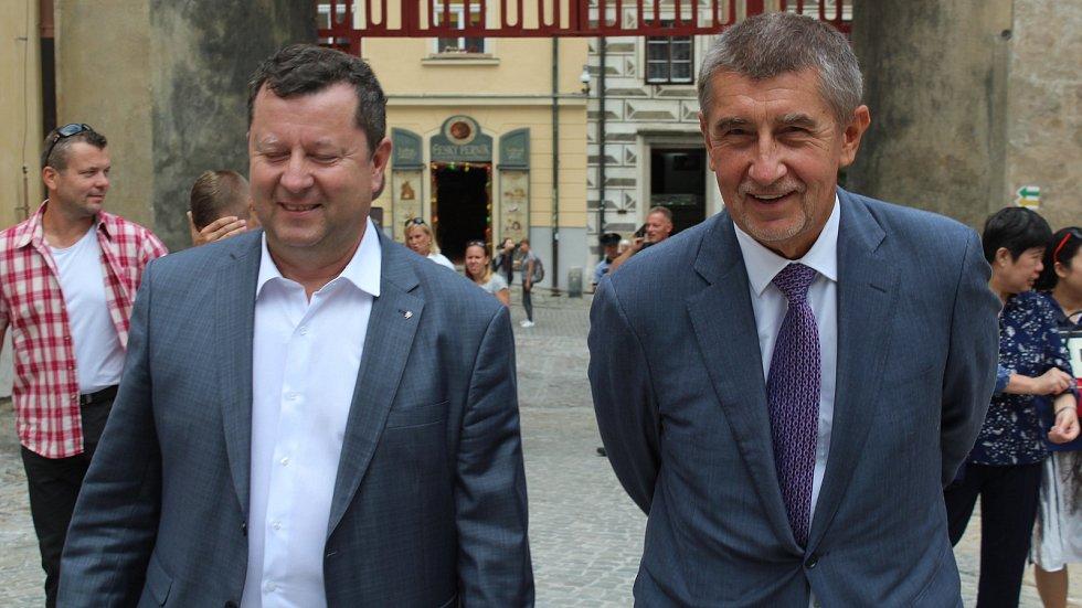 Ministr kultury Antonín Staněk (vlevo) a premiér Andrej Babiš
