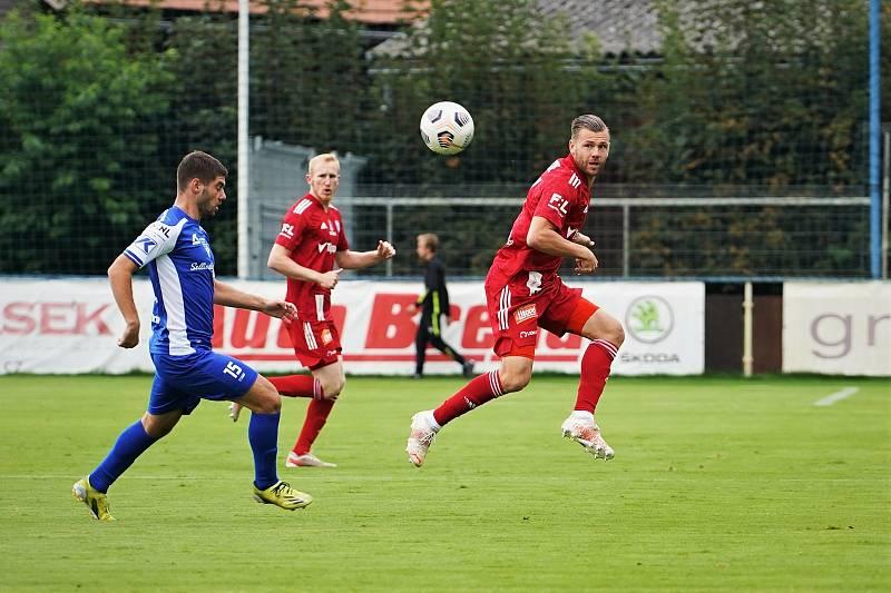 Fotbalisté SK Sigma Olomouc zvítězili ve třetím kole MOL Cupu ve Vlašimi 2:1.Radim Breite (v červeném).