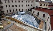Dvůr Salmova paláce kryje prosklená střecha