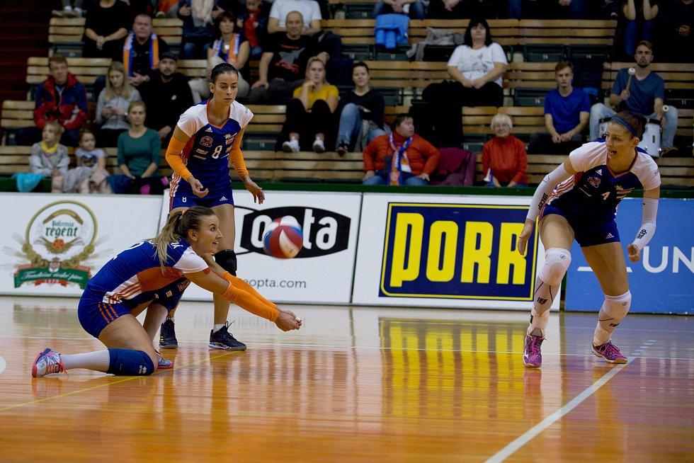 Volejbalistky Olomouce (v modrém) porazily KP Brno 3:1.