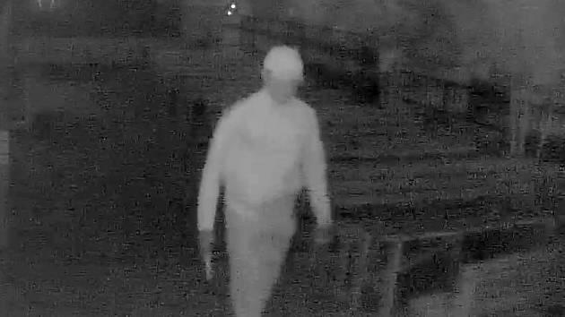 Snímek z bezpečnostní kamery vykradené hospody v olomoucké části Hejčín