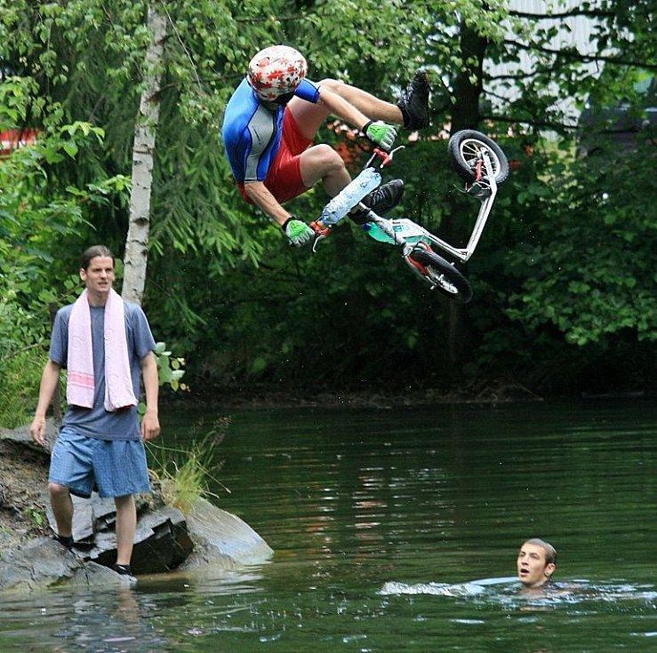 Bike and Water - skoky do vody v lomu u Lipiny