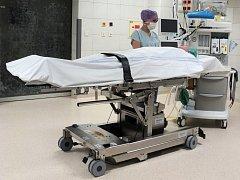 Nový operační stůl za více než 2,5 milionu korun unese pacienta vážícího 350 kilogramů