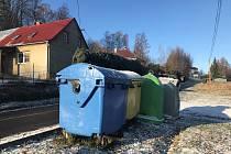 V Domašově nad Bystřicí, jako jediné obci v Olomouckém  kraji, neplatí obyvatelé za popelnice. Tvrdí, že o to více třídí.