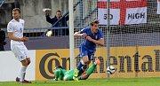 Gól Italů do anglické sítě. Euro U21 na Andrově stadionu v Olomouci