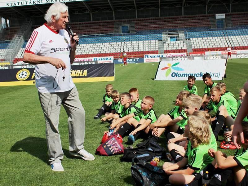 Karel Brückner. V Olomouci v areálu Androva stadionu byl zahájen letní tréninkový kemp pro děti Olomoucká fotbalová škola