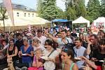 Třetí ročník olomouckého Garden Food Festivalu o víkendu nabídl šedesát restaurací, cukráren, vinařů a pivovarů, přes třicet regionálních výrobců a farmářů i gastronomickou show na pódiu.
