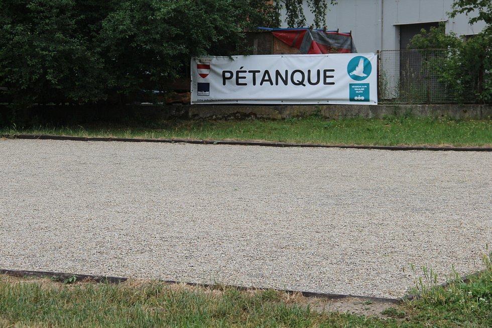 Návštěvníci kempu si mohou zahrát pétanque.