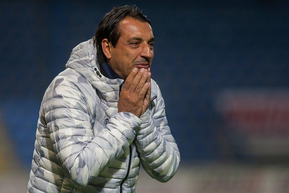 Zápas 10. kola první fotbalové ligy mezi týmy FC Slovan Liberec a SK Sigma Olomouc se odehrál 29 září na stadionu U Nisy v Liberci. Na snímku je trenér Zsolt Hornyák.