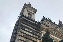 Na chrámu Zvěstování Panny Marie ve Šternberku byla zahájena oprava severní věže. 18.června 2020