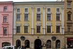 V historickém domě na Dolním náměstí 47 v Olomouci realizuje radnice náročnou rekonstrukci, která původní kancelářské prostory proměňuje na 13 nových bytů