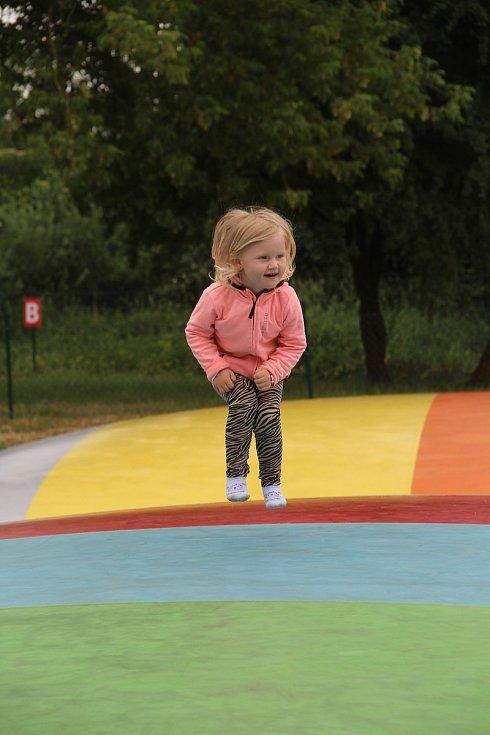 Pro děti je k dispozici trampolínové centrum.