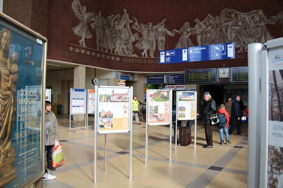 Zahájení výstavy Má vlast cestami proměn v hale olomouckého nádraží. Z olomouckého kraje byla zastoupena šesti fotografiemi obec Tučín na Přerovsku